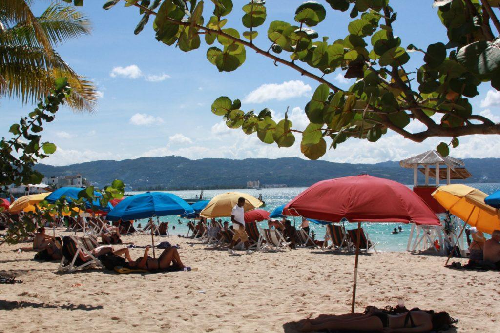 A Jamaica está recebendo turistas desde junho