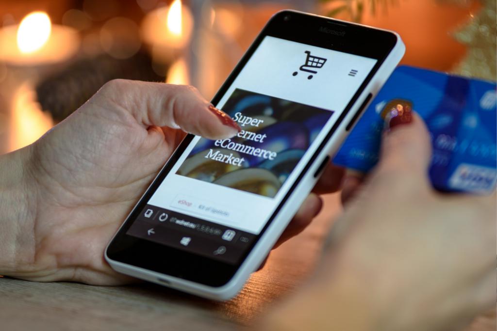 Fazer compras em lojas parceiras potencializa o ganho de milhas