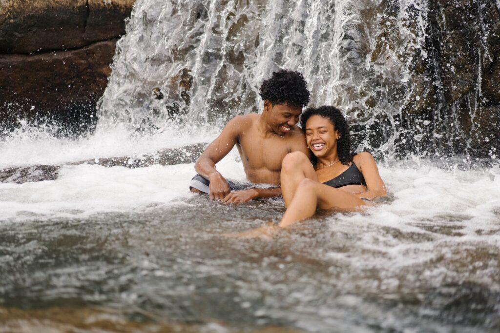 Criar memórias juntos é a melhor parte da viagem para casal