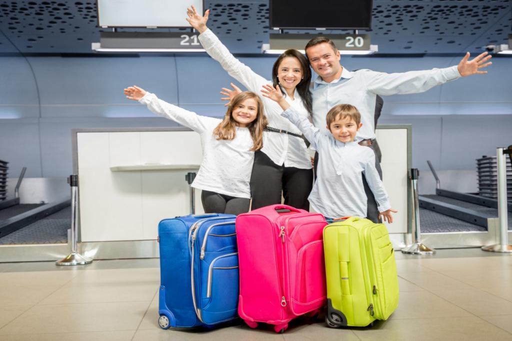 Em uma viagem com crianças pode ser mais vantajoso ter uma franquia de bagagem maior