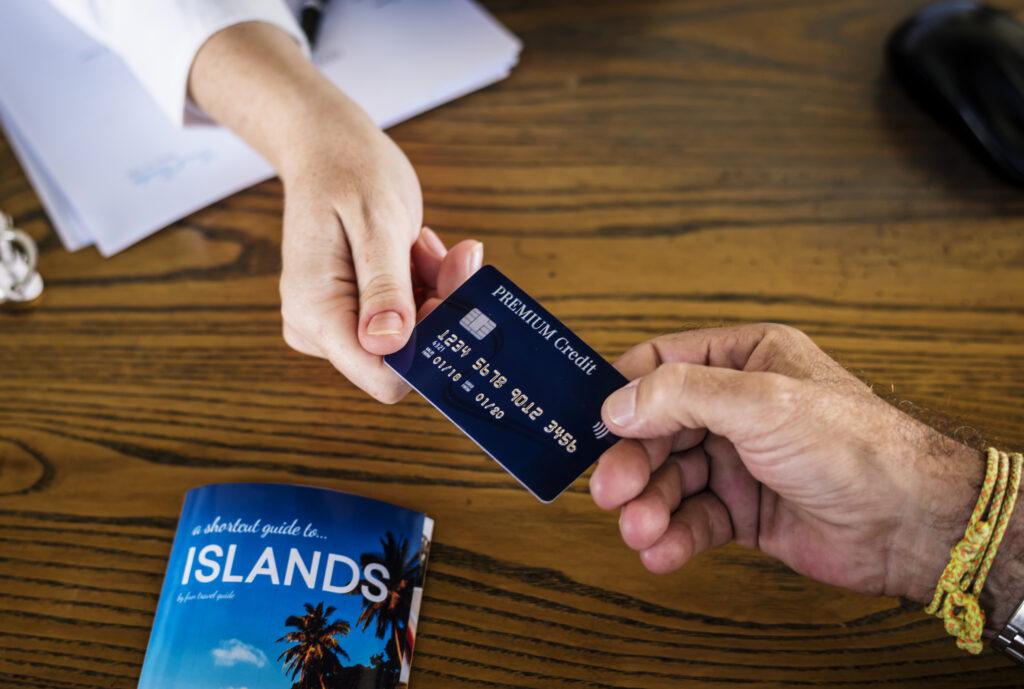 Escolha bem as pessoas para quem você vai oferecer um cartão adicional