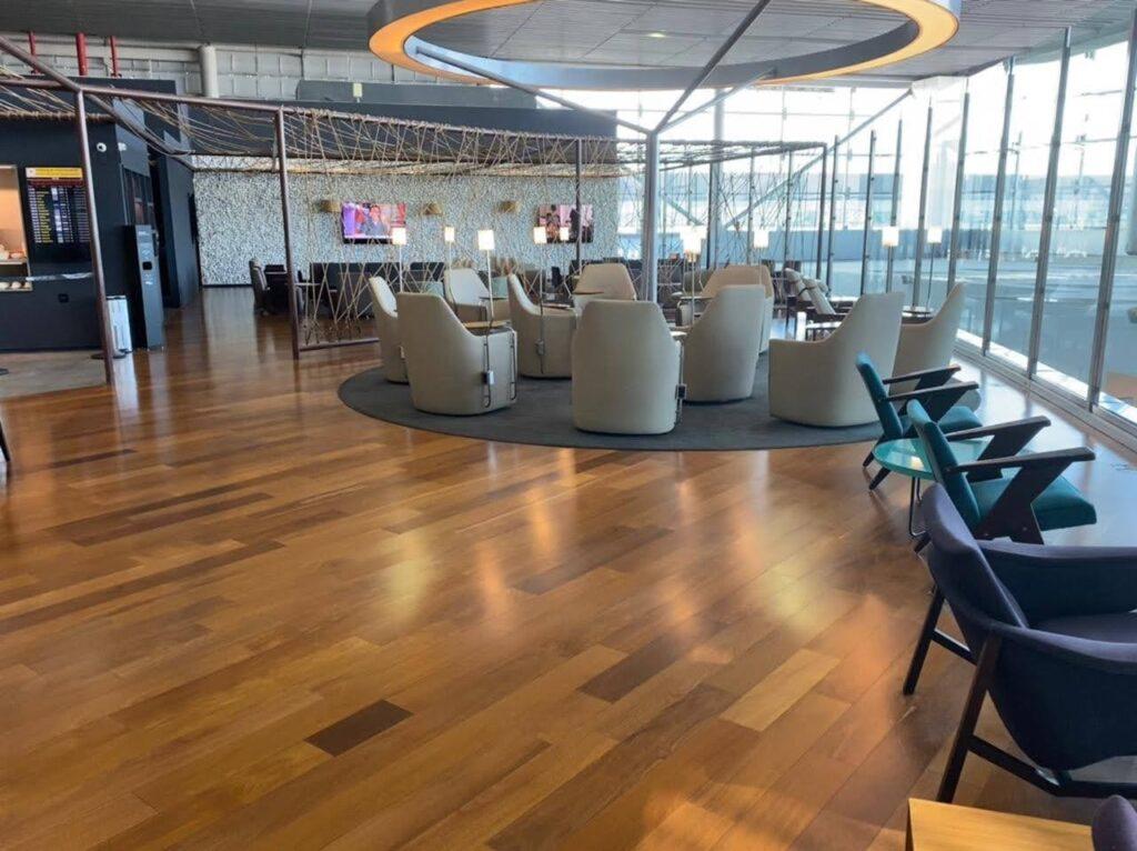 O Espaço Banco Safra  manteve a estrutura e localização do antigo Star Alliance Lounge