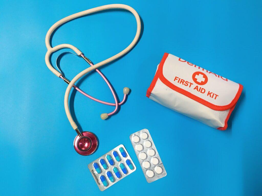 Uma viagem de volta ao mundo pode ser bem cansativa, por isso, tenha sempre em mãos uma farmacinha
