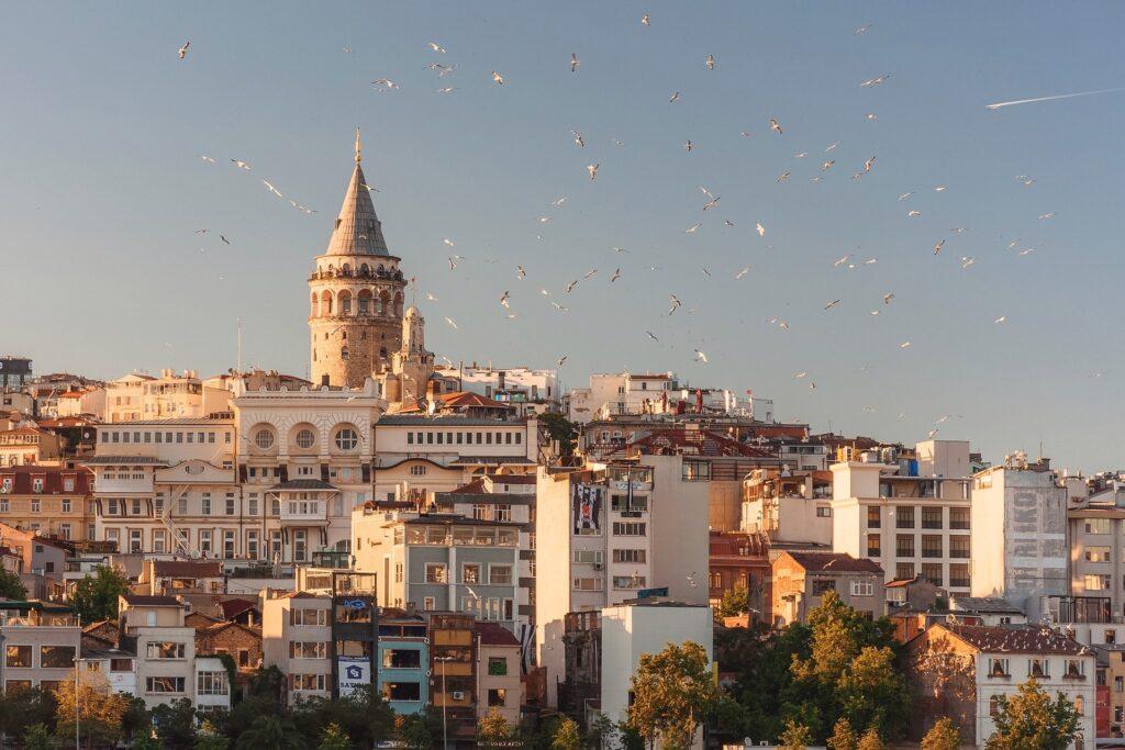 Istambul oferece aos viajantes entretenimento e cultura por um preço acessível