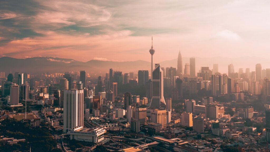Kuala Lumpur tem o custo mais baixo de hospedagem em comparação com as outras cidades do ranking